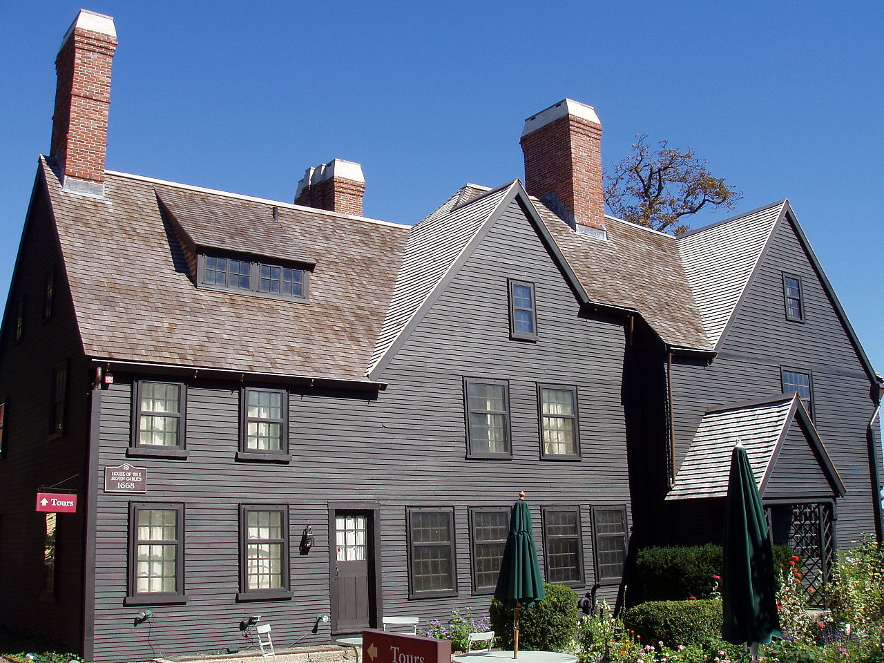 Come on Salem - embrace your inner tourist this Spring. That means visiting the House of the Seven Gables. Daderot at en.wikipediat en.wikipedia [GFDL (http://www.gnu.org/copyleft/fdl.html) or CC-BY-SA-3.0 (http://creativecommons.org/licenses/by-sa/3.0/)], via Wikimedia Commons