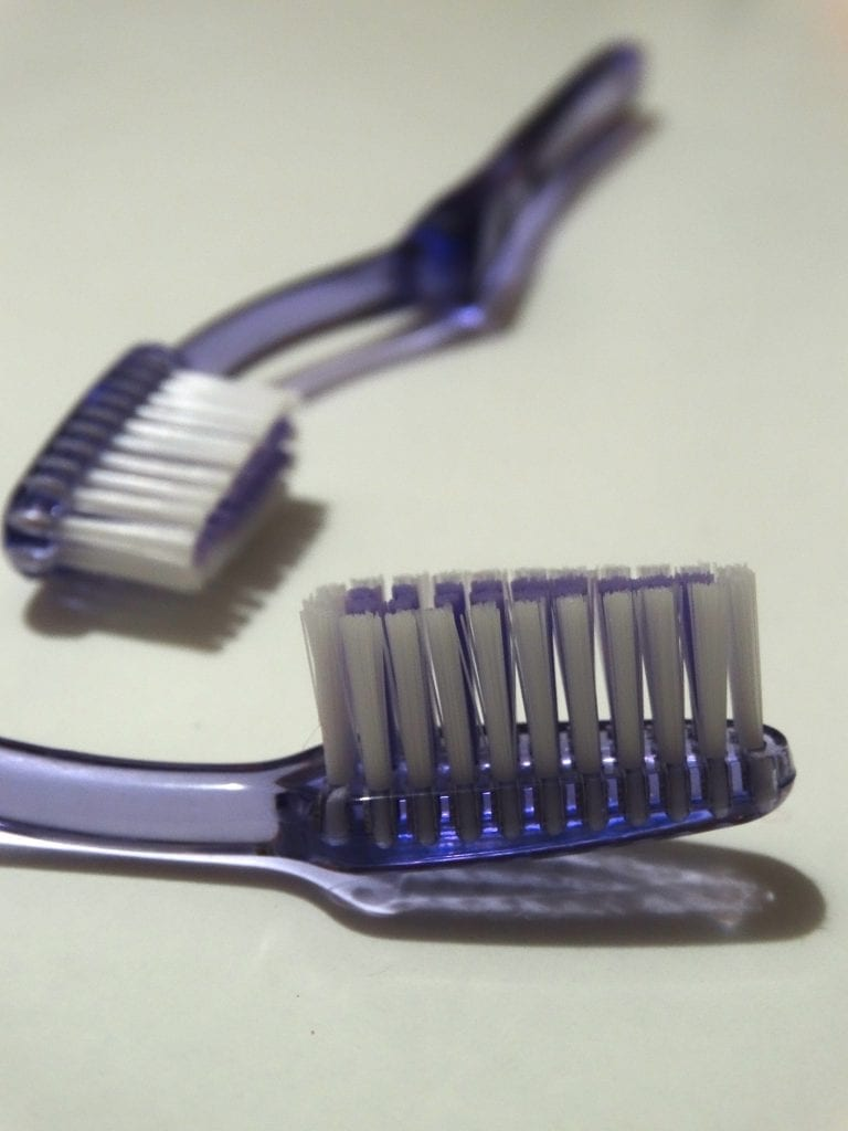 toothbrush_purple_no_attribution_required_pixabay_592103_3888x5184